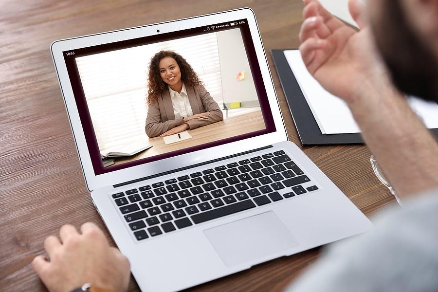 Recruteurs : comment mener un entretien en visioconférence ?